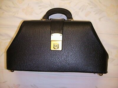 Cheney physician bag made of Genuine Leather in Mint Condition barely used NICE!