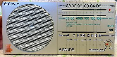 VINTAGE *white* SONY ICF-22 COMPACT PORTABLE RADIO 3-Band FM/MW/SW rare color