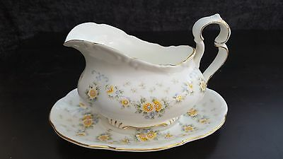 "Royal Albert ""Bronte"" GRAVY BOAT & STAND - fabulous condition"