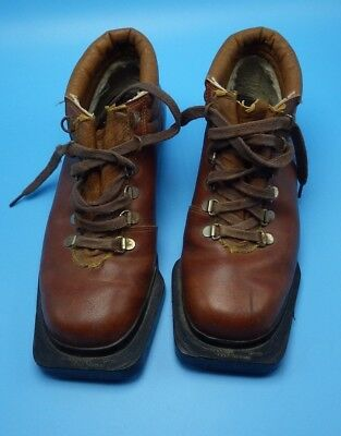 Sportcat Leather Cross Country Ski Boots Alpine Chalet Cabin Decor 3 Pin Canada
