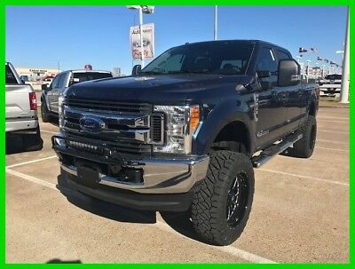 2017 Ford F-250 XL 2017 Ford F-250 STX 6.7L V8 32V Lifted/Wheels/Tires/Lightbar/Upgraded Leather