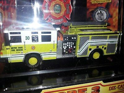 Code 3 Pierce Engine 30 Metro Dade Fire Department Miami Feuerwehr USA Feuerwehr