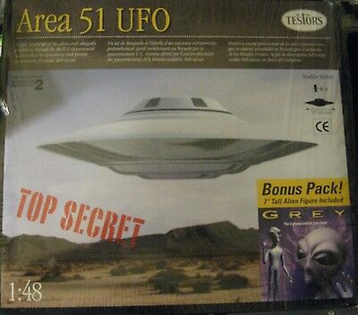 "AREA 51 UFO with 7"" Grey Alien Bonus Model Replica Kit"