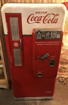 VENDO MODEL 56 COKE COCA COLA MACHINE L(.)(.)K Original Condition Works Great!!!