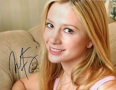 Autographed Mira Sorvino 8 x 10 Photo Signed in black sharpie