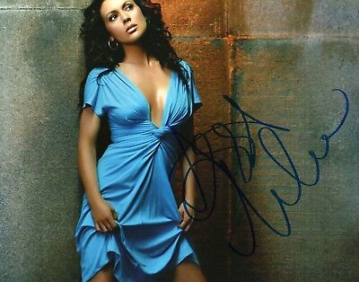 Autographed Alyssa Milano 8 x 10 Photo Signed in blue sharpie