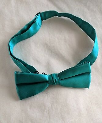Shimmering Emerald Green Adjustable Formal Bow Tie (Bowtie) - Free Shipping