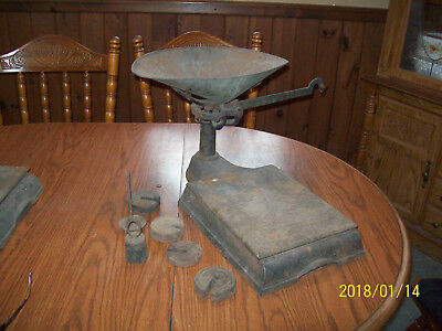 Large Antique Cast Iron  Scale  Platform Country Store w/pan & weights MW & CO