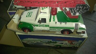 1983 hess truck. Excellent Conditions. Still in original 83 box.