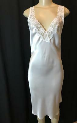 Lady Lynne Shiny White Gown Size 34 # 010526