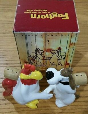 Foghorn Leghorn and Barnyard Dawg Shaking Hands 1996 Salt and Pepper Shaker H815