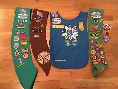 Lot of 4 Girl Scout, Brownie & Daisy Sashes 100+Badges, Pins VINTAGE 80s & today