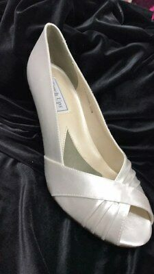 Touch ups Nona white satin shoe with a 2.5inch heel size 8