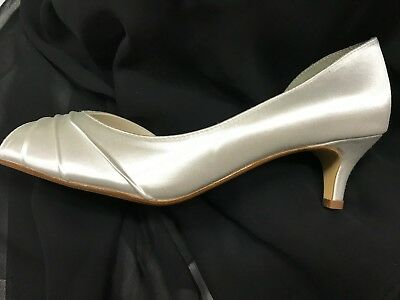 "Abby Touch Ups White Satin Wedding shoe 1.3/4 "" heel 9"