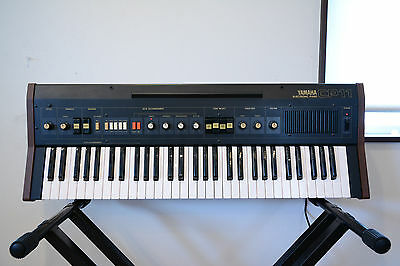YAMAHA CP11 ELECTRIC PIANO built in Auto Accompaniment and Speaker w/ bag