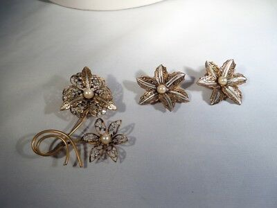 Vintage Gold Tone and Black Flower Brooch and Clip Earrings M1