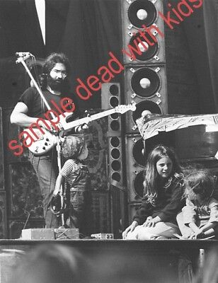 GRATEFUL DEAD 1973 JERRY WITH KIDS ON STAGE 8x10 WHITE BOARDER W DATE ON SIDE