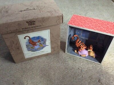 Hallmark Winnie the Pooh Hundred Acre Wood Shadow Box Pooh meets Tigger Damaged