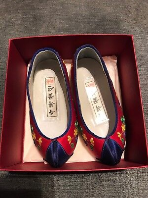 Chinese Silk Embroidered Girls Shoes