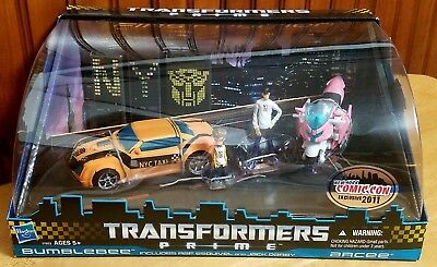 Transformers Prime NYCC 2011 Taxi Cab Bumblebee & Pink Arcee 2-pack MISB AFA