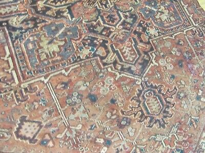 A SUPERB OLD HANDMADE PART OF A HERIZ PERSIAN RUG (226 x 170 cm)