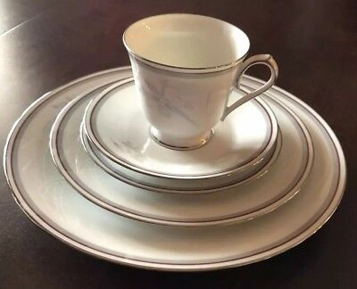 Noritake Malverne China 5 Piece Place Setting in MINT CONDITION