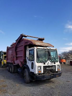 FRONT LOAD 40YD McNEILUS GARBAGE TRUCK 1996 MR MACK 688S FULL EJECT