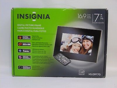 """Insignia 7"""" Widescreen LCD Digital Photo PICTURE Frame - Black/Silver - NS-DPF7G"""