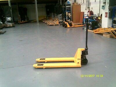 Brand New but Scratched Euro Pallet Truck PT-04 2.5T 1150mm x 550mm
