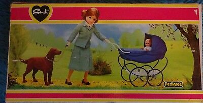 Vintage Pedigree Sindy 1981 Boxed Complete Walk The Park Set  Perfect & Part New