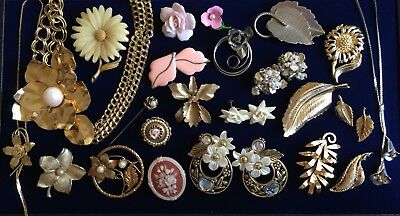 Fabulous Vintage Mixed Costume Rose Floral Leaf Foliage Jewelry Lot Of 23