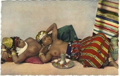 Mauresques arabes seins nus / nude arab Moorish Women Scenes et types
