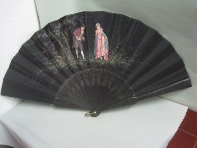 Antique fan in wood and hand-painted silk with a couple