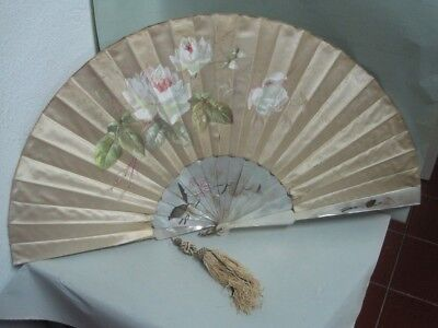 Antique fan in mother of pearl and silk with hand painting on silk and pearl