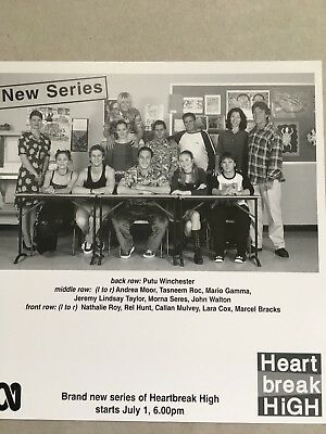 AUSTRALIAN TV FAN CARD HEARTBREAK HIGH CAST SHOT21x20cm