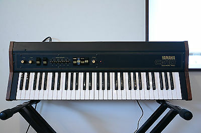 YAMAHA CP10 ELECTRIC PIANO  vintage 1970s electric piano with original case