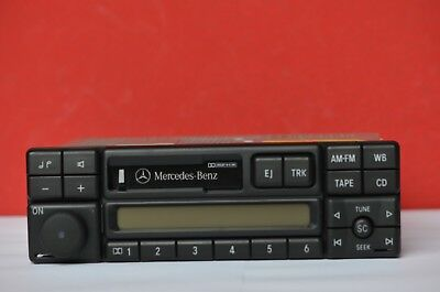 Mercedes Exquisit  Japan Modell CM2396  TOP mit Code Autoradio Radio Oldtimer