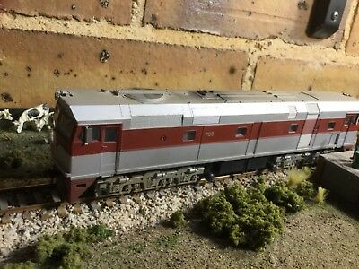 SAR 700 class diesel #700 in SAR maroon & silver DCC and sound by Austrains