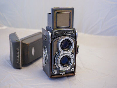 Yashica 44 TLR Medium Format 127 Film Camera, Tested, Works
