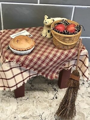 LONGABERGER  LIZZIE HIGH DOLL Table BAKED APPLE PIES -RARE -GREAT DETAILS