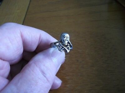 METAL DETECTING FIND SOLID SILVER STAMPED SKULL AND CROSSBONES RING 99p SKC