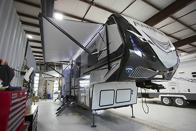 Raptor 421Ck Toy Hauler Fifth Wheel Camper Rv 11' Garage King Bed Suite