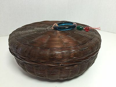 1900'S Woven Chinese Sewing Basket With Lid & Sewing Thread Kj070616