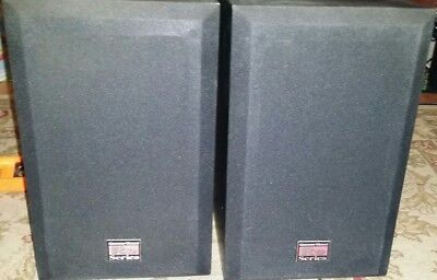 1 pair of vintage Cerwin vega RE16 Bookshelf speakers in great working condition