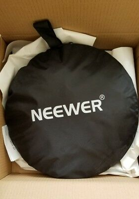 "Neewer  5-in-1 43"" Portable Circular Photo Reflector with Carrying Bag"