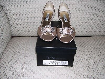 Nina Wedding Formal/Evening Dress Shoes Champagne color Size 6 1/2 M