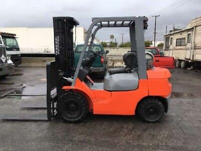 2005 Forklift 5000lbs 3 stage pneumatic tires