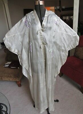 BEAUTIFUL VINTAGE c1930 WOMAN'S SILK EMBROIDERED PEIGNOIR