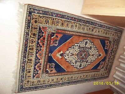 tapis made in TURKISH CARPET et SIGNE