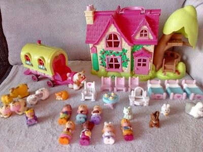Early Learning Happyland Puppenhaus mit Caravan, Puppen Tiere 31 tlg. Set ELC